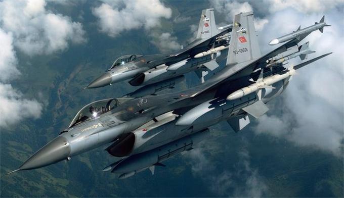 Российские истребители перехватили турецкие ВВС в небе Сирии