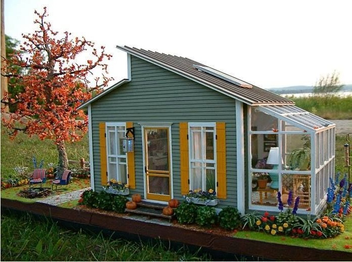 Маленький домик на дачном участке