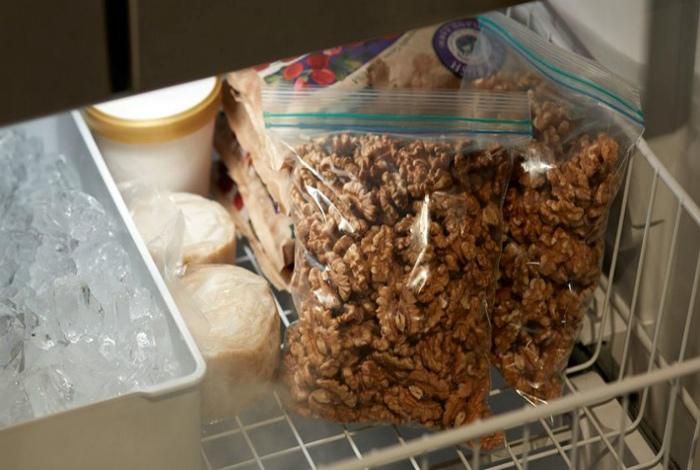 Грецкие орехи и миндаль. | Фото: Fermer.blog.