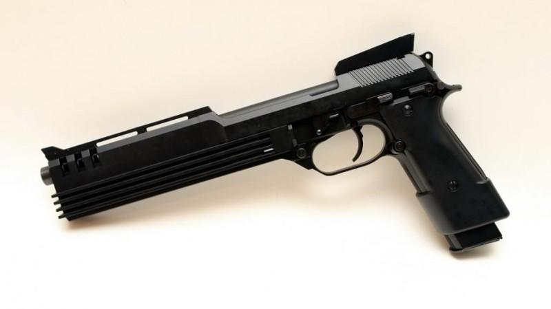 Факт №6:Пистолет Робокопа — модифицированная Beretta 93R голливуд, дата, кинематограф, кино, робокоп, факты, фильм, юбилей