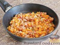 Фото приготовления рецепта: Спагетти в тыквенном соусе с беконом - шаг №10
