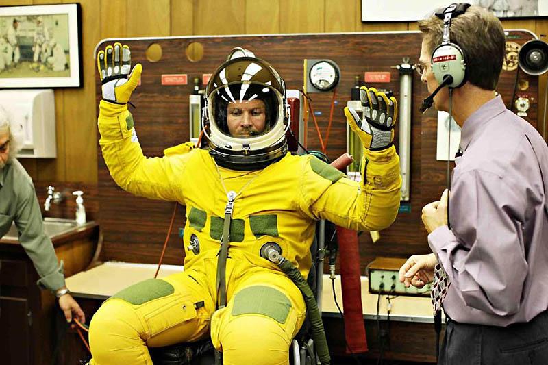 2249 Феликс Баумгартнер готовится к прыжку из космоса