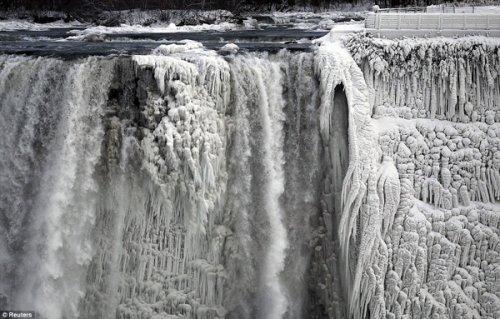 12 захватывающих фотографий экстремально холодных погодных условий