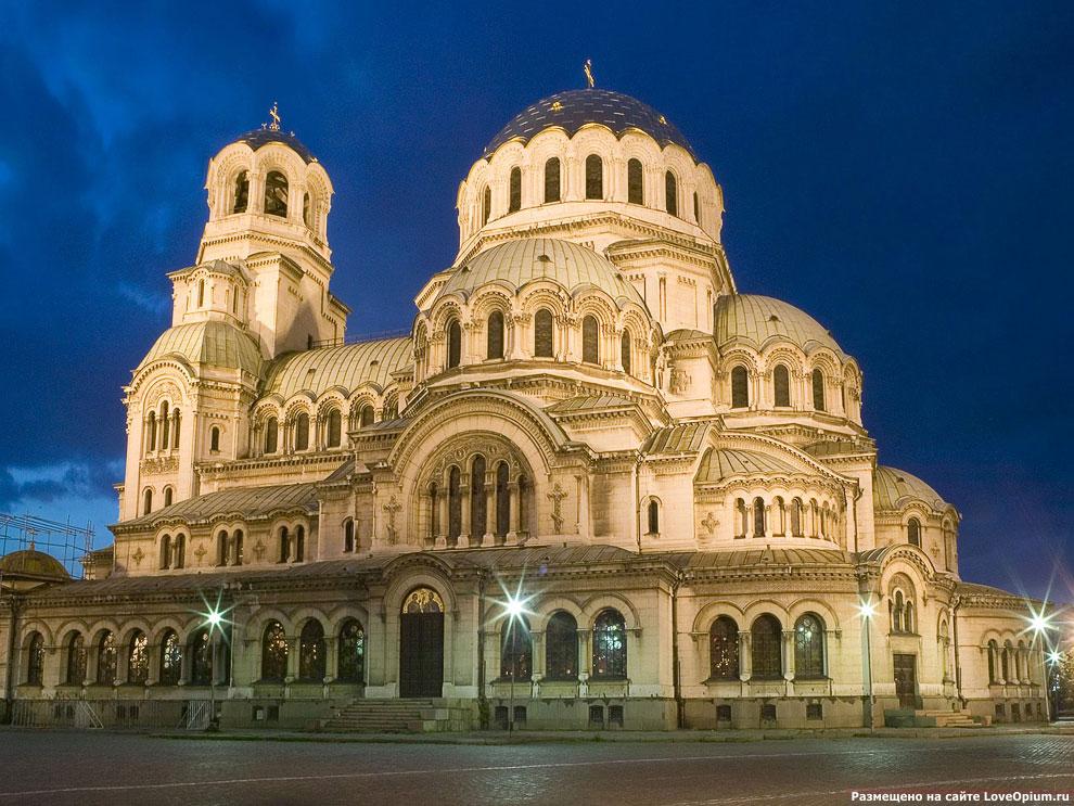 Величественный Кафедральный собор — храм-памятник Св. Александра Невского