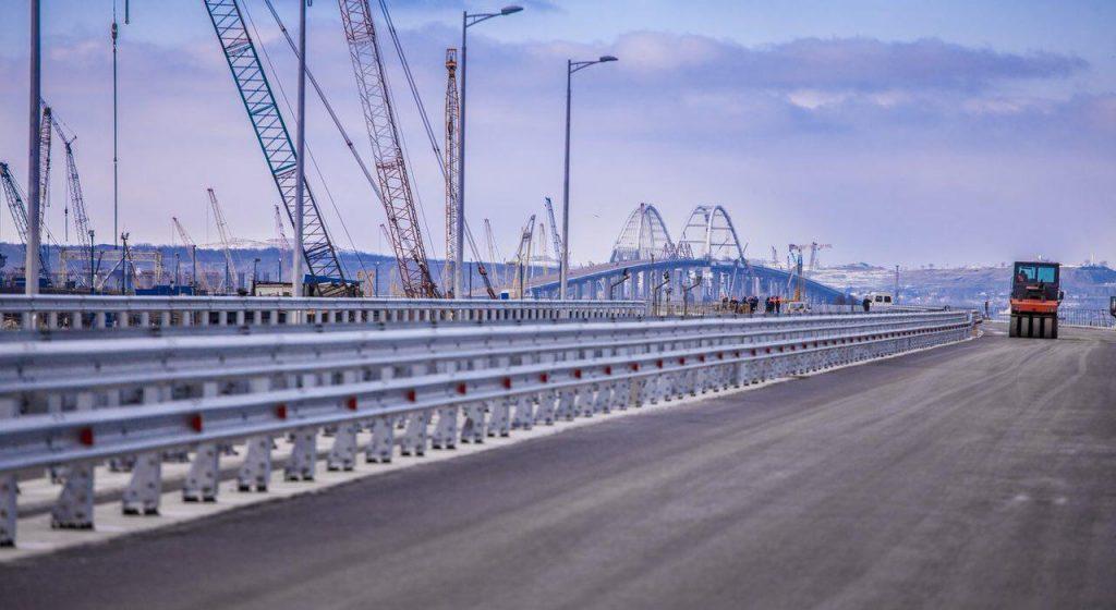 Строители Крымского моста продолжают огорчать киевскую пропаганд