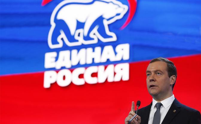 Медведеву запретят быть единороссом