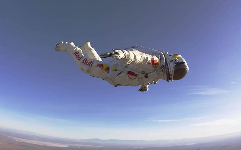 1951 Феликс Баумгартнер готовится к прыжку из космоса