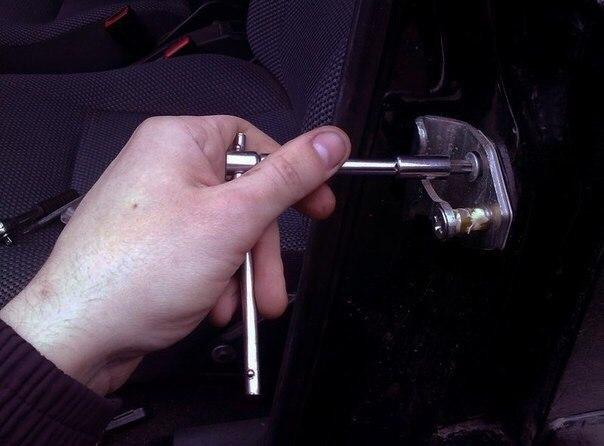 Как быть если провисли двери автомобиля. Делаем ремонт авто своими руками
