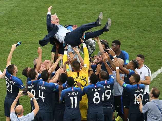 Французские футболисты прервали пресс-конференцию после победы на ЧМ-2018