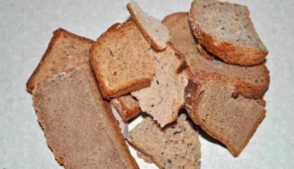 Выжили, благодаря хлебным коркам за печкой...