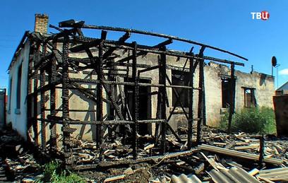 Двое омских подростков спасли из горящего дома женщину с детьми
