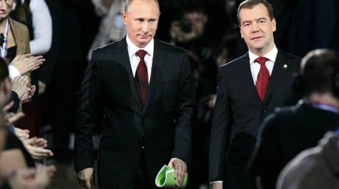 Путин и Медведев снова одновременно покинут Россию