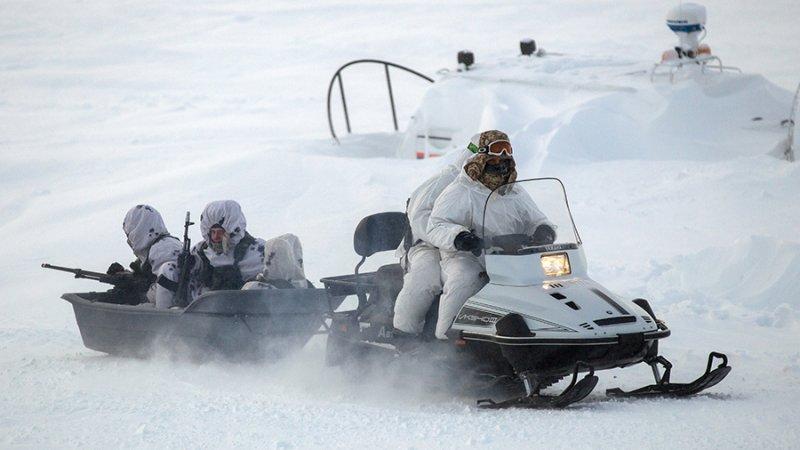 «Мы должны охранять эту территорию»: военный эксперт объяснил важность проведения учений в арктических условиях