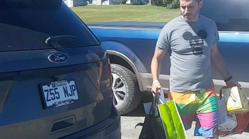 Когда твой датчик открывания багажника ногой работает не совсем корректно