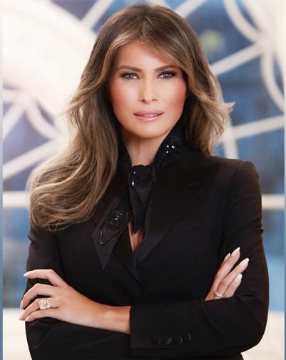 Первая леди США  носит вещи Dolce & Gabbana , несмотря на модный скандал