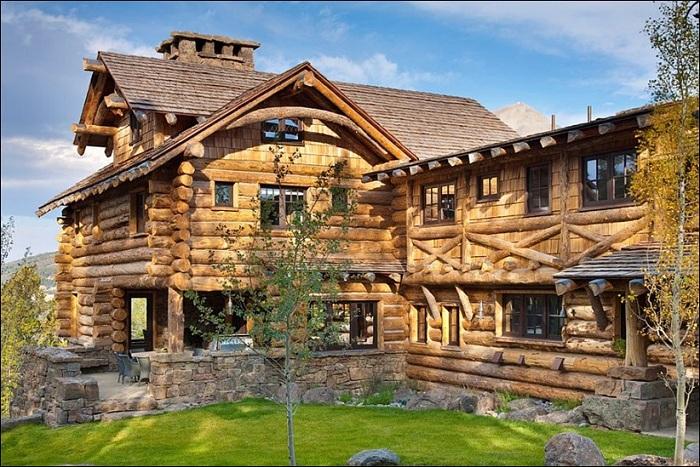 Роскошь среди горных склонов: деревянный особняк в рустикальном стиле