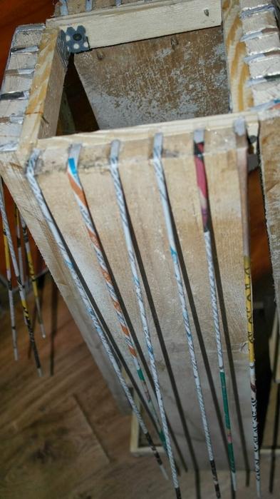 Плетение из газет. Высокое кашпо для комнатного фикуса (3) (393x700, 209Kb)