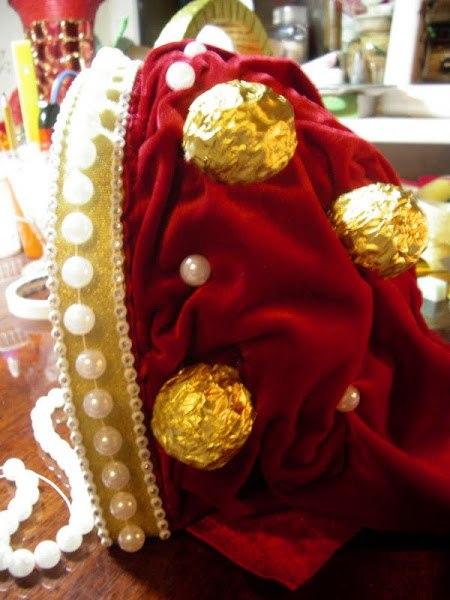 Как сделать корону с конфетами