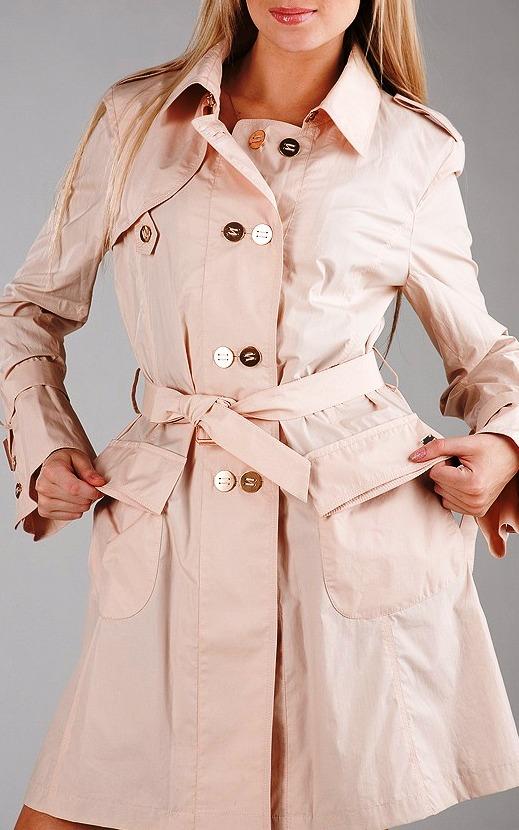 Самый популярный предмет гардероба в межсезонье — женский плащ
