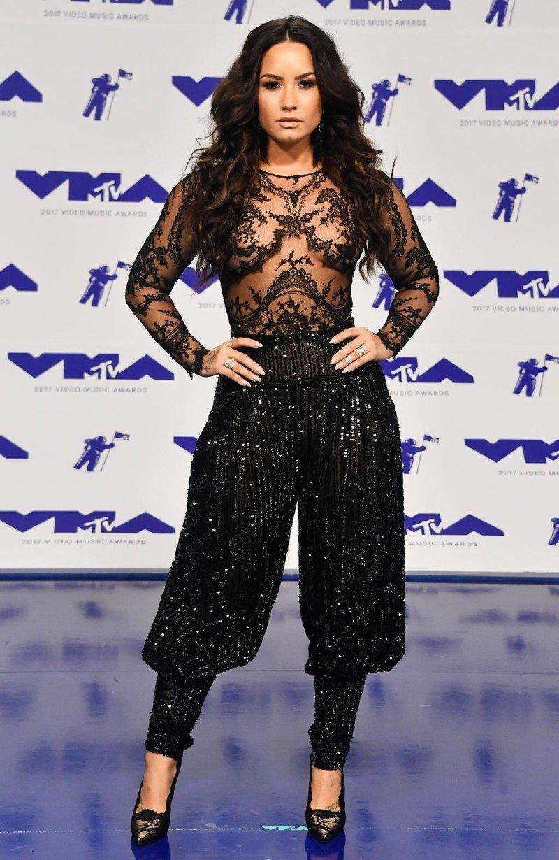 На премию MTV-2017 нужно наряжаться только в самое откровенное