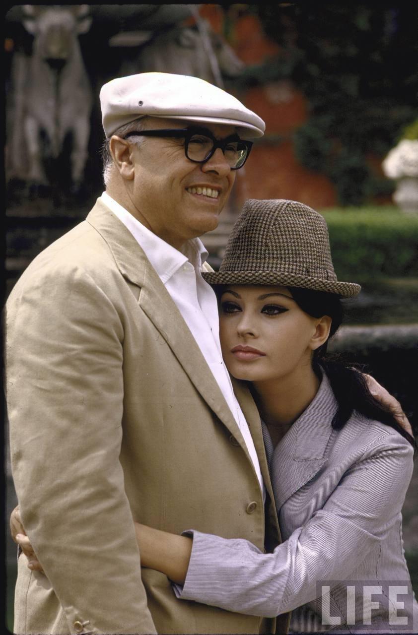 Серия фотографий Софи Лорен и ее мужа Карло Понти на их вилле