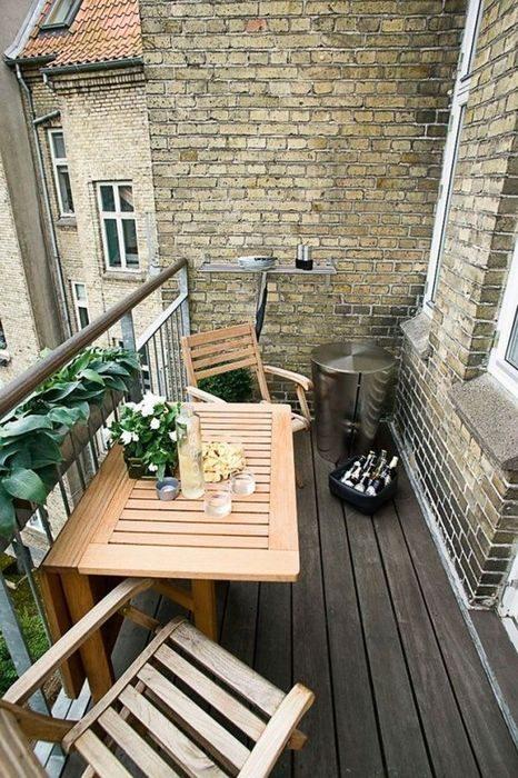 Замечательные и компактные идеи мебели для маленьких балконов