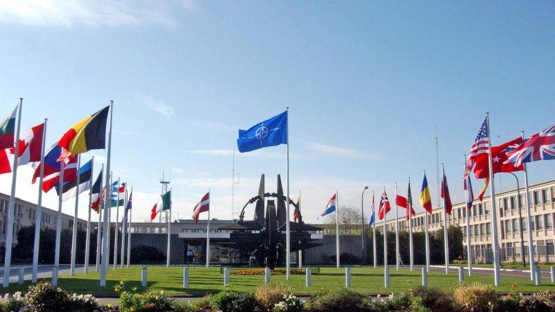 Существование НАТО потеряло смысл после распада СССР — американский политолог