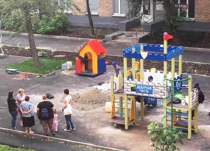 Лето строгого режима: в Москве появилась детская площадка в виде полицейского участка