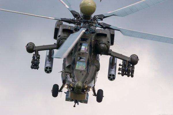 В РФ проверили броню ударного вертолета Ми-28 с человеком внутри: пулемет и автомат. Кадры
