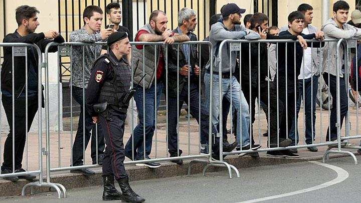 Власть не может быть смешной: Мигранты унизили даже полицию