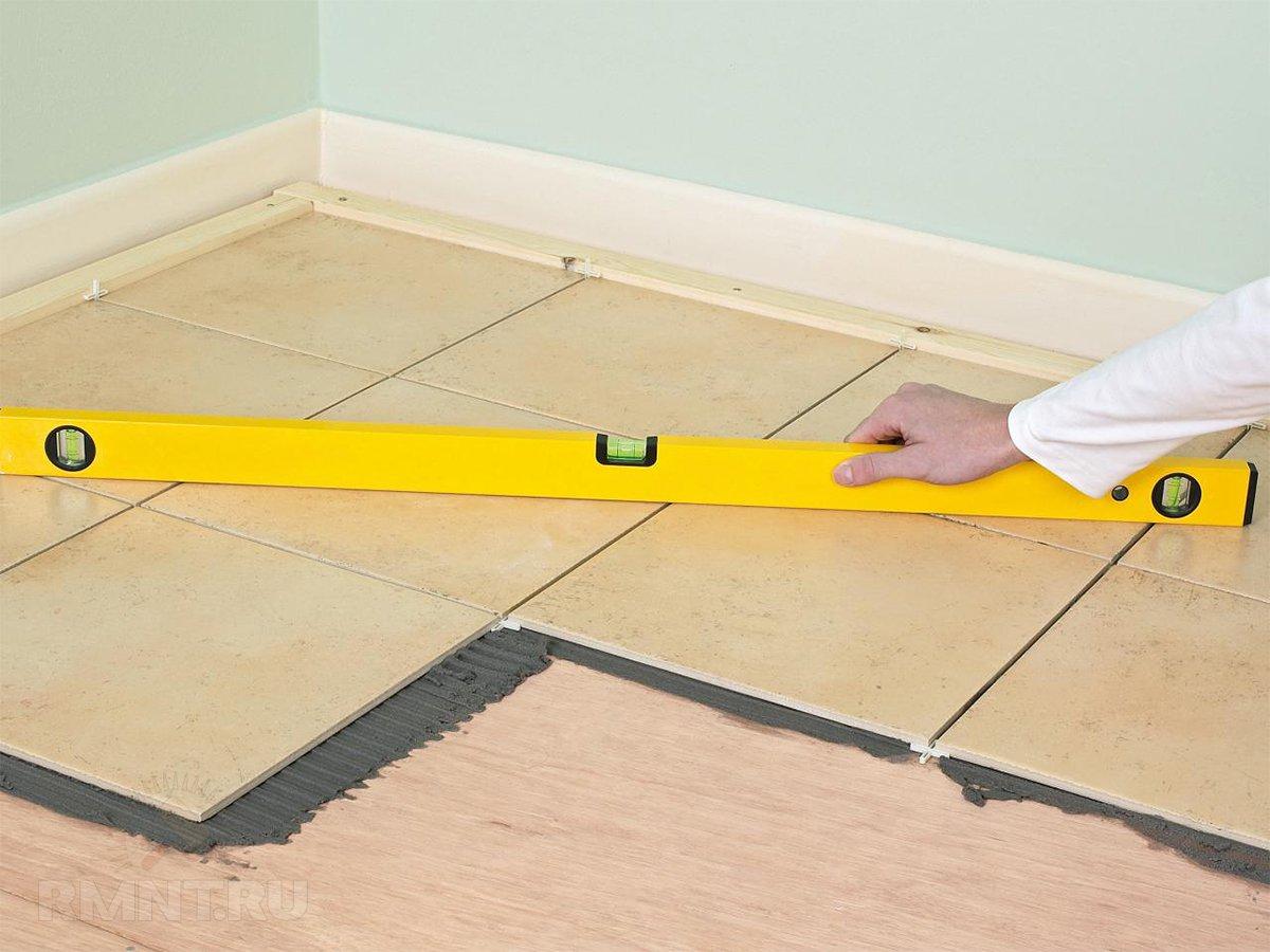 Ложим плитку на деревянный пол