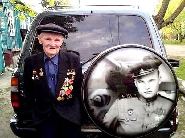 Внук сделал для деда