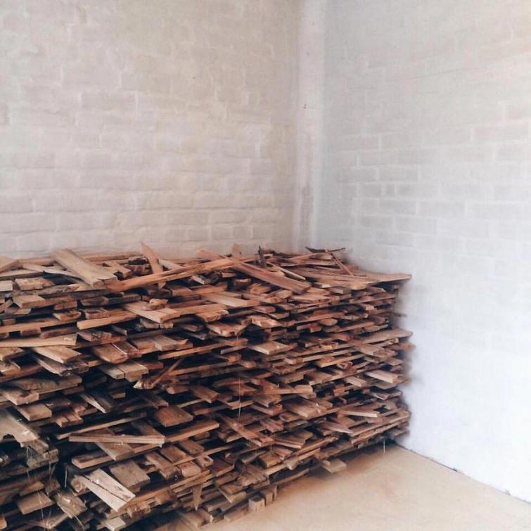 Российский декоратор создал потрясающий пол из множества разных кусков дерева