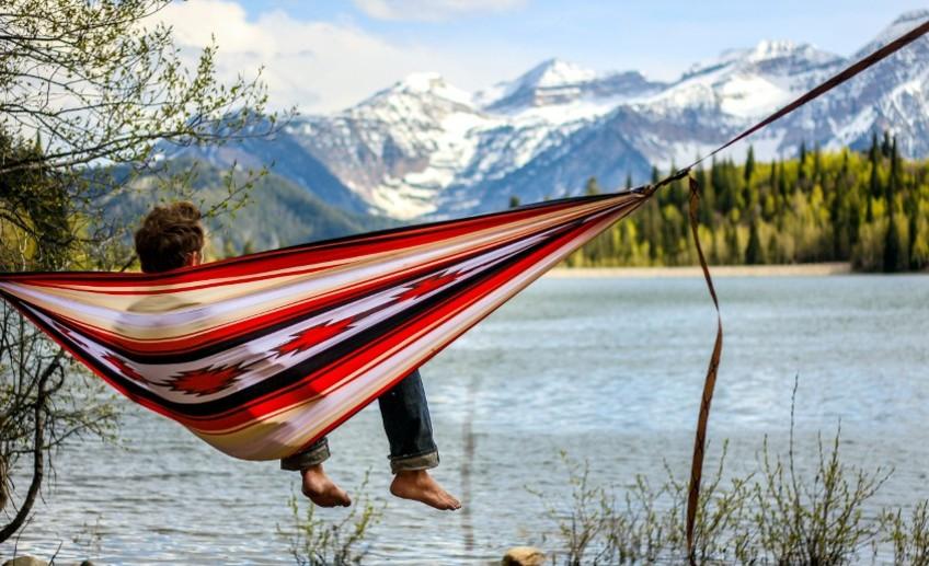 Делаем гамак для летнего отдыха: 5 мастер-классов