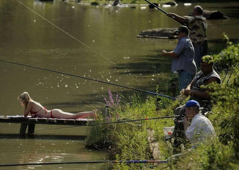 ютуб девушка и рыбак