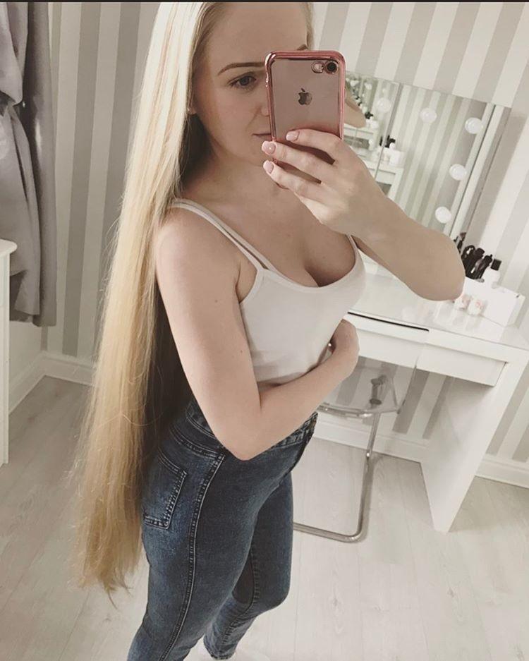 Британская Рапунцель отращивала волосы 17 лет