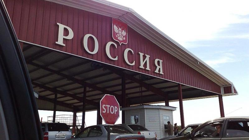"""""""А нас за шо?"""". Киев негодует, что Россия разворачивает украинские автомобили на границе"""