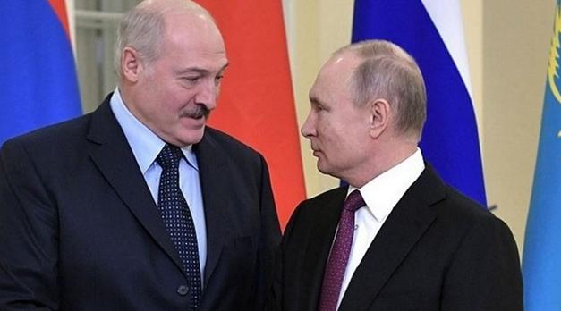 Лукашенко ползет к Путину на коленях – народ ужасно напуган возможным объединением