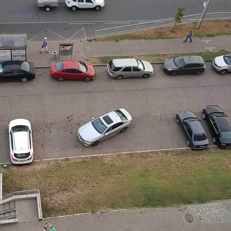 А мне вообще на всех сразу плевать автомир, мне так удобно, олени, парковка, плевать на всех