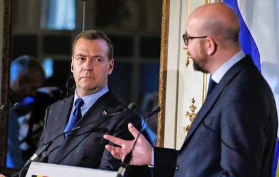 Медведев заявил Юнкеру о полной деградации отношений России и ЕС