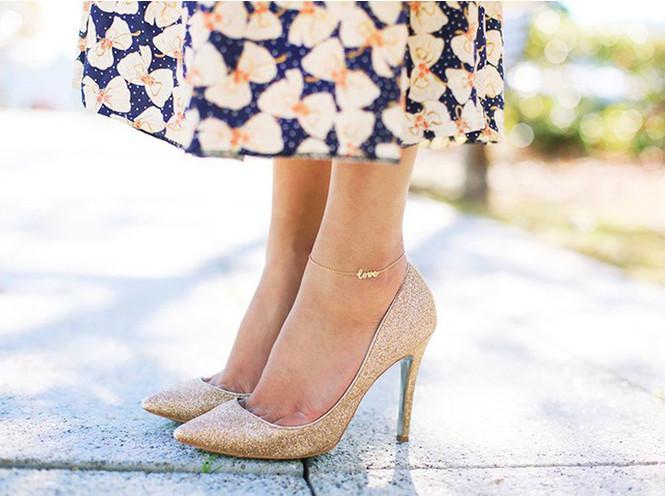 Браслет на ногу: зачем и как носить