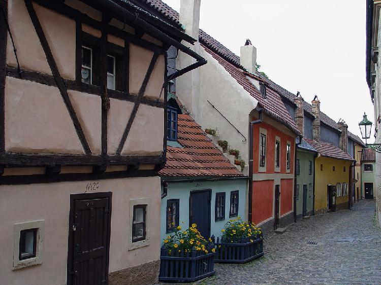Злата улочка - легендарный, старинный и знаменитый символ Праги
