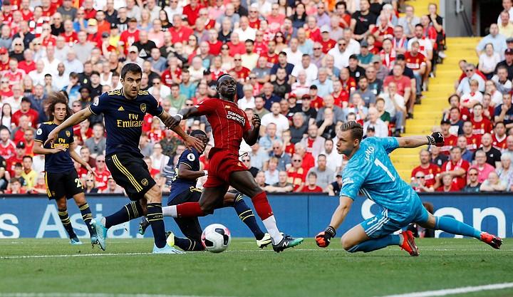"""""""Ливерпуль"""" победил 3:1 на своем поле """"Арсенал"""" благодаря дублю Салаха и лидирует в АПЛ"""