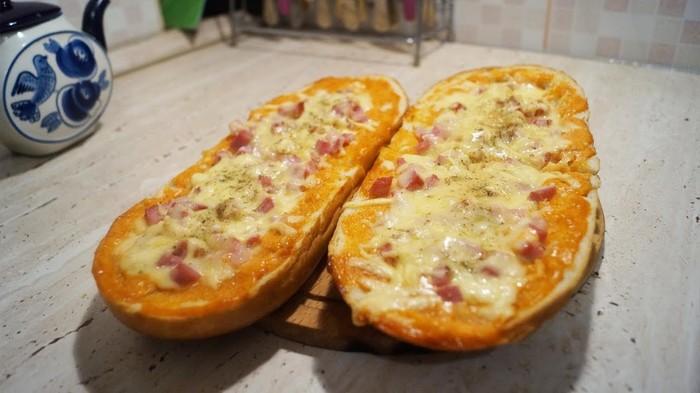 Пицца из батона. Быстрая ленивая из батона в духовке. Пицца в хлебе за 20 минут. Вкус детства. Готовка, Рецепт, Видео рецепт, Пицца, Видео, Батон, Горячие бутерброды