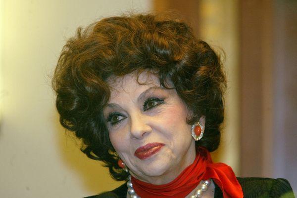 А помните ли вы Джину Лоллобриджиду? Вот как она выглядит в свои 90!
