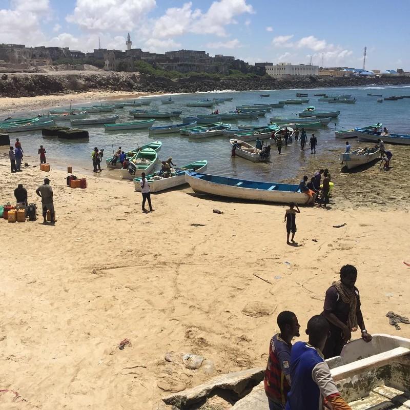 А вот и рыбацкие лодки Могадишо, жители Сомали, сомали