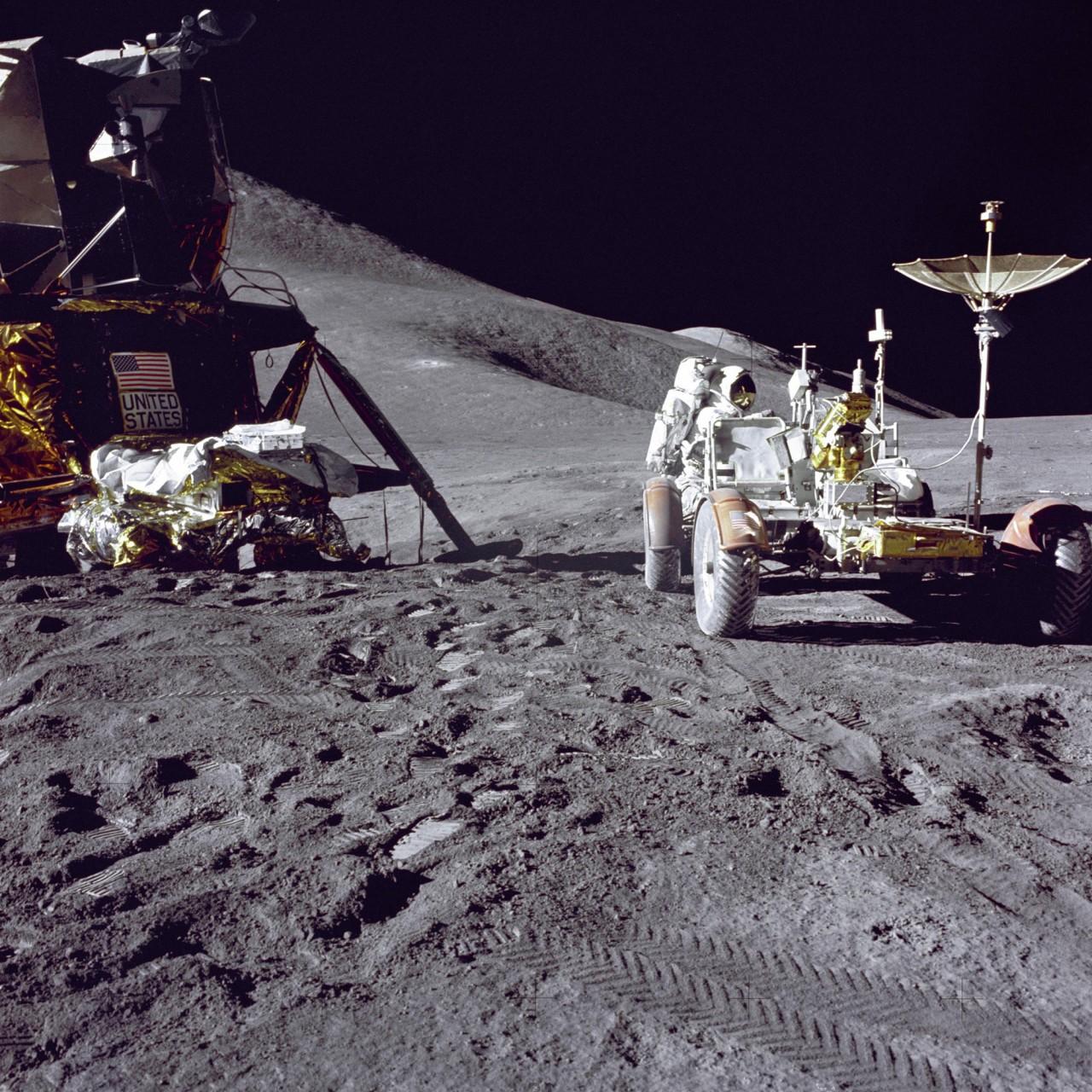 После контакта с инопланетянами на Луне, астронавтам стерли память