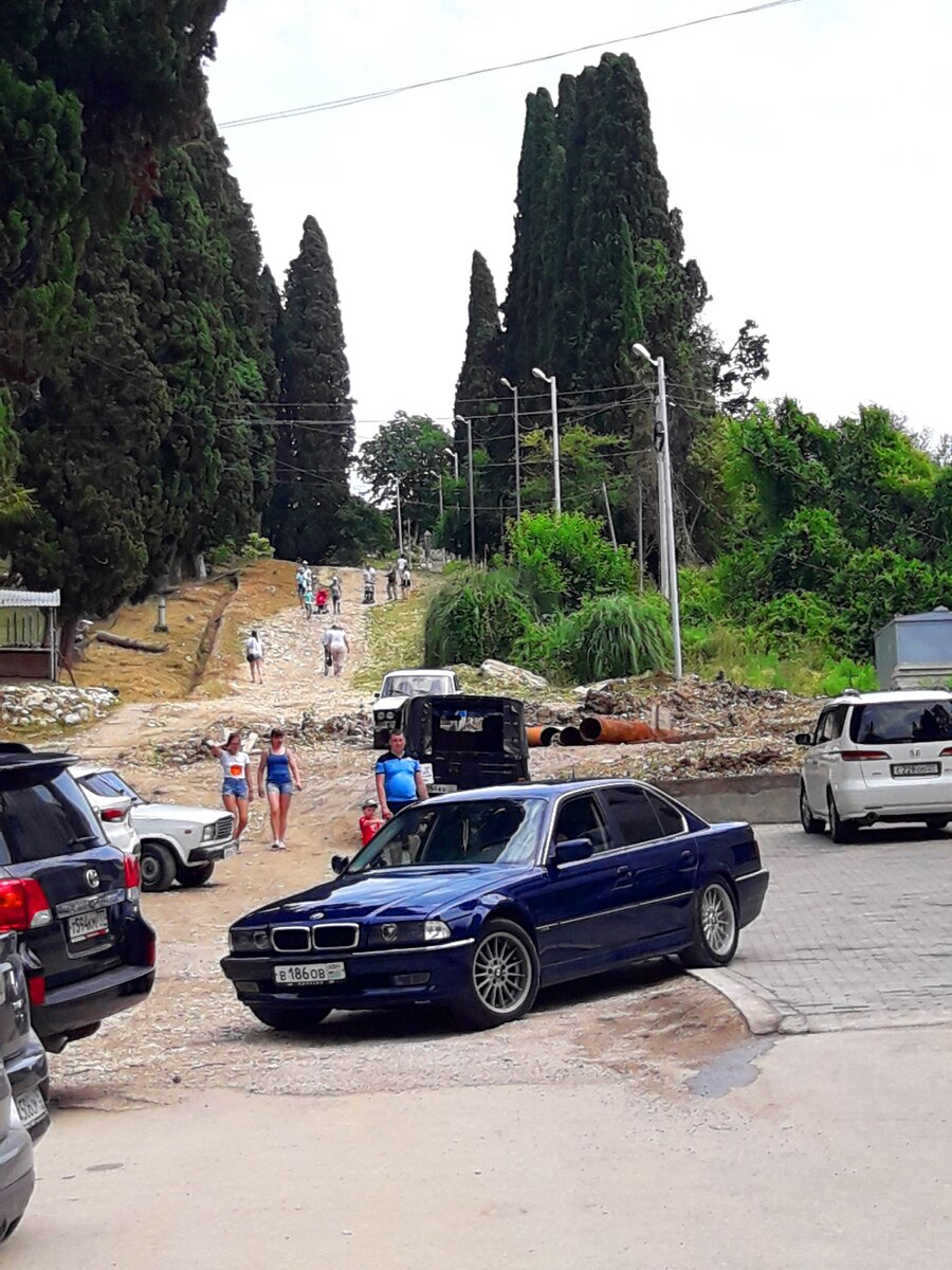 Так где она эта тропа грешников в Новом Афоне (Абхазия)? Что люди идут на коленках к монастырю, мы такого здесь не увидели