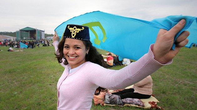 Крымские татары массово возвращаются в Крым за российскими паспортами