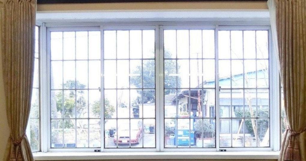 Изящный способ закрыть окно от любопытных глаз, при этом не закрыть от дневного света